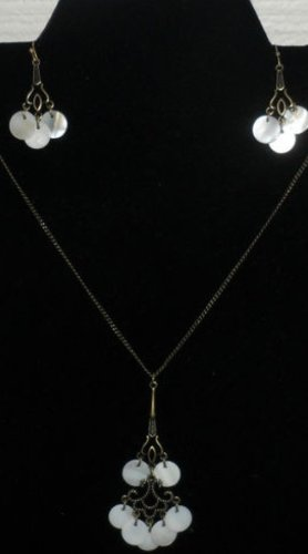 Mother of Pearl Disc Necklace and Earring Set (White)