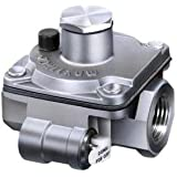 "Maxitrol RV20-3/8 3/8"" Gas Regulator, 1/2 psi Inlet Pressure"