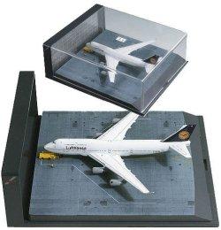 Aircraft Model Lufthansa Boeing B-747-430