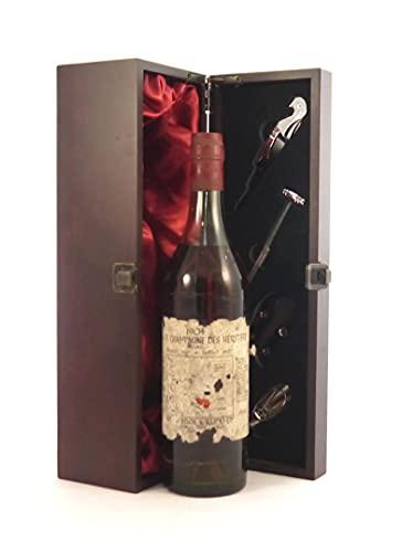 Grande Champagne Des Heritiers Cognac 1904 (70cl) in einer mit Seide ausgestatetten Geschenkbox, da zu 4 Weinaccessoires…