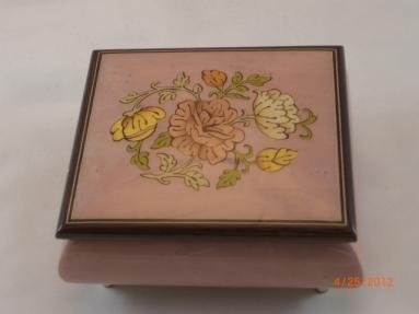 【新発売】 素晴らしいオルゴールはイタリアのソレントリラックの花で作られた、高光沢のオルゴール - B01C4LQ312 アヴェマリア(サンキョー18ノート) - B01C4LQ312, MEL ANGE -メルアンジュ-:109564db --- arianechie.dominiotemporario.com
