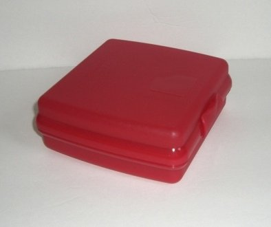 Tupperware Sandwich Keeper / Lunch Container (Red)