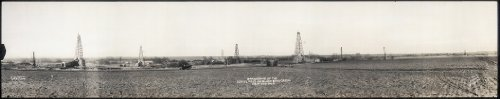 Photo A panorama of the Hoy oil field on Black Bear Creek near Enid, Okla. 1917