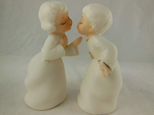 - Vintage Lefton Salt and Pepper shaker set Kissing Boy and Girl 3.5