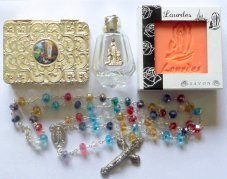 Lourdes Holy Water with Apparition Rosary & Peach Soap - Gift ()