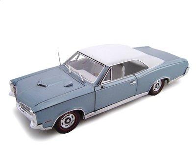 1967 Pontiac GTO HT Blue 1/24 Diecast Car - Pontiac Engine Blue