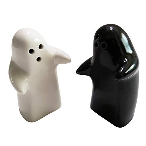 Salt and Pepper Shakers Cute Decorative Novelty. Hugging Shakers Couple Set. Black & White, Modern and Vintage Hug Design - Easy to Refill & Dispense (Seasoning & Spice) - Perfect for Gift, Halloween ()