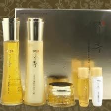 Korean-CosmeticsYejihu-Herbal-Skin-Care-Gongyeonjin-Gold-3pc-Set