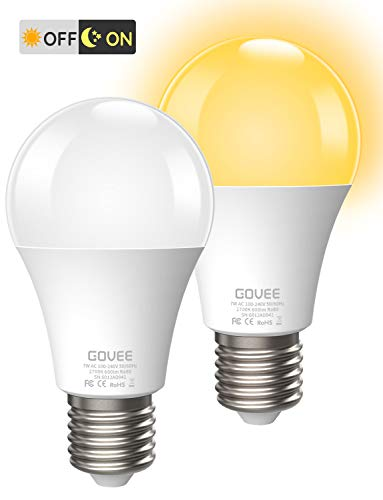 Govee Dusk to Dawn LED Bulb, 2700K Warm White Lighting Blub, 7W 600lm Auto On/Off Smart Bulb, E26/E27 Energy Saving Blubs for Garage Stairs Porch Courtyard Basement Patio, 2 Pack