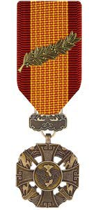 (Medals of America Vietnam Gallantry Cross with Palm Medal Miniature Bronze)