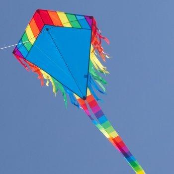 Colours in Motion Cerf-Volant - Maya Eddy Blue - Cerf-Volant monofil pour Enfants à partir de 3 Ans - 65x74cm - Ligne de 80m et 2 queues de 250cm Inclus