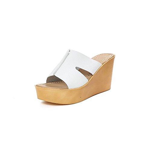 LvYuan Deslizadores del verano de las mujeres / manera ocasional de la comodidad / talón de cuña / parte inferior gruesa / plataforma impermeable / alto talón / sandalias / zapatos de la playa Blanco