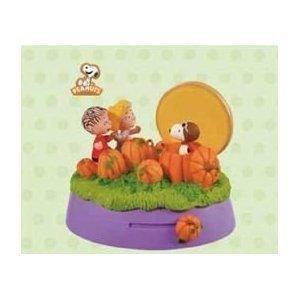 Hallmark Keepsake Halloween Ornament The Great Pumpkin Visit -