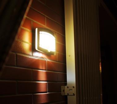 LingsFire® Wand Außenleuchte mit Bewegungsmelder Außenlampe Sensor Bewegungssensor Infrarot Hoflampe Gartenlampe Gartenleuchte , Wandstrahler, LED Wandleuchten ,kabelloses Nachtlicht, Sicherheitslicht für Türe, Flur, Wege, Terrassen, Gärten