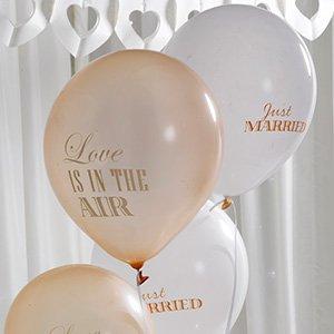 Luftballons Mit Der Aufschrift Just Married Love Is In The Air