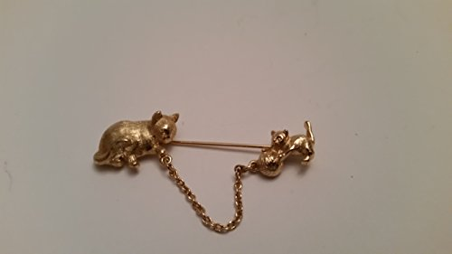 Kitten Pin Brooch - cute gold tone cat with kitten playing with chained yarn pin brooch (Preowned)