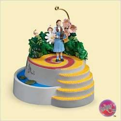 WIZARD OF OZ - DOROTHY & THE MUNCHKINS 2006 Hallmark Ornament QXI6106