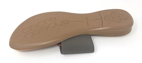 André Assous Naomi Platte Elastische String Sandaal Met Gesp Taupe