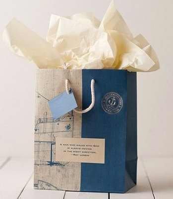 A Man Who Walks With God (Dayspring 4676-8) Nautical Medium Gift Bag