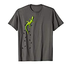 Do you love geckos? Those cute little reptiles, these adorable animals with their sticky tiny toe pads climbing everything? Are you a real gecko-lover, gecko is your spirit animal? Featuring a gecko climbing your outfit, leaving its tracks be...