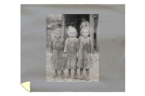 Lantern Press Oyster Shucker Girls in South Carolina Photograph 3791 (88x104 King Microfiber Duvet Cover) (Barn South Carolina Pottery)