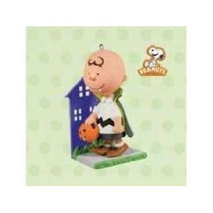 Hallmark Halloween 2011 - Charlie Brown - A Little Bite of Fright - The Peanuts Gang Ornament