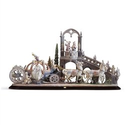 Lladro Porcelain Figurine Cinderella's Arrival ()