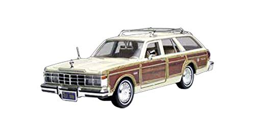 (Motormax 1979 Chrysler LeBaron Town and Country Wagon 1/24 Scale Diecast Model Car Beige with Woodie Siding)