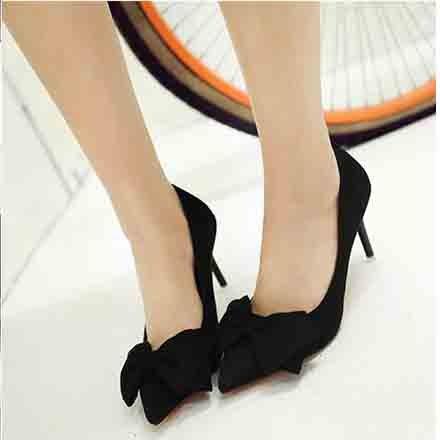 Xue Qiqi Satin Schuhe mit hohen Absätzen fein mit 5 cm süße Spitze Rosa Schleife binden Sie ein Schuh und vielseitig mit Angesichts der Frauen Schuhe 34 Schwarz 8 cm