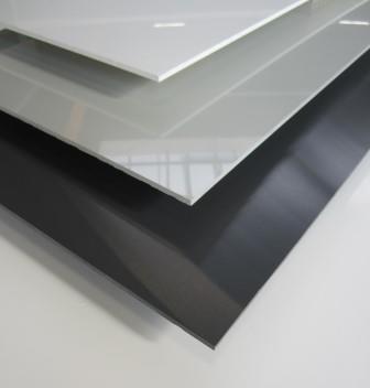 Kunststoffplatte PVC hart 4mm - durchgefä rbt in weiß , hellgrau, anthrazit, hochglä nzend mit einseitige Schutzfolie, hohe Kä lteschlagzä higkeit, hohe Qualitä tsgü te, hohe UV und Lichtbestä ndigkeit, schwer entfl