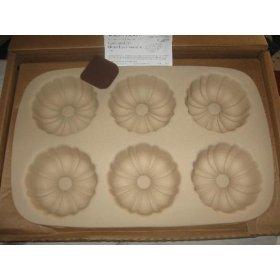 Stoneware Mini Fluted Cupcake Pan