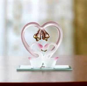 Judys Home Delights Spun Glass Kissing Love Swans