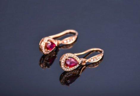 Gowe véritable Pierre précieuse de rubis 0.6CT Certifié Ruby Boucles d'oreilles pendantes avec diamant 0.21CT Or rose 18K (Au750)