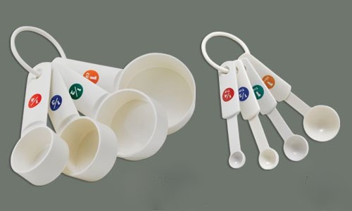 LeRose Plastic Measuring Cups and Measuring Spoons Combo ~ 8 Piece Set ~ Capacity Markings -