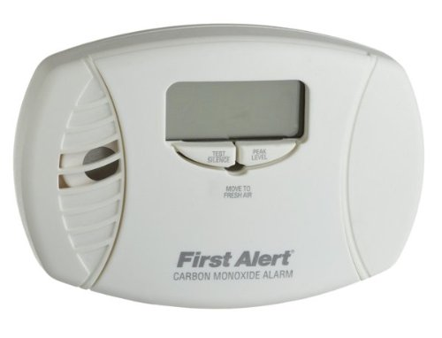 FIRST ALERT/BRK BRANDS CO615A First Alert Plug-in Carbon Monoxide Detector Backup, Low Battery Alarm, Backlit Digital, 120 Vac ()