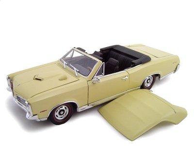 1967 Pontiac GTO Convertible Cream 1/24 Diecast ()