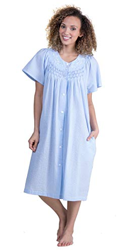 Miss Elaine Smocked Snap Front Short Seersucker Robe in Blue Stripe (Smocked Blue Stripe, Small)