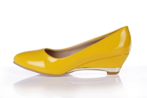 VogueZone009 Womens Closed Pointed Toe Low Heel Wedges PU Soft Material Solid Pumps, Yellow, 10.5 B(M) US