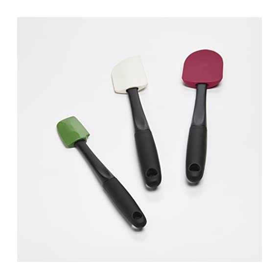 Oxo Good Grips 3-piece Silicone Spatula Set 2 3-Piece Silicone Set includes: Small Spatula, Medium Spatula and Spoon Spatula Small Spatula ideal for reaching food in jars and other tight spaces Medium Spatula features rounded edge for scraping bowls and square edge for pushing batter into corners