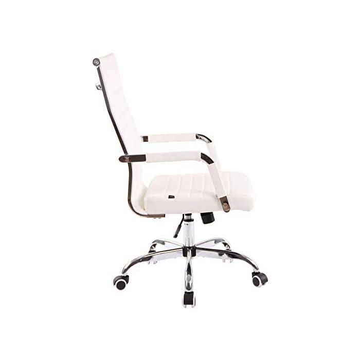 31BN6k%2BzLtL AJUSTABLE: La silla de oficina Amadora cuenta con un mecanismo de balanceo en el respaldo que se ajusta con el adaptador de rosca ubicado debajo del asiento, allí se encuentra también la manivela que permite ajustar la altura de la silla. El asiento puede dar un giro de 360° y gracias a las ruedas de su base permite a la unidad deslizarse por diversas superficies. MATERIALES: La estructura de la silla así como la base están hechas de metal en efecto óptico cromado brillante. La silla cuenta con un tapizado en cuero sintético (100% poliuretano), dicho material es resistente y fácil de limpiar. Las ruedas de la base son de polipropileno suave, que permite rodar con facilidad. DIMENSIONES: La silla ejecutiva tiene las siguientes medidas aproximadas: Alto: 96-106 cm I Ancho: 51 cm I Profundidad: 63 cm I Altura del asiento: 43 - 51 cm I Superficie del asiento (AxP): 46 x 49 cm I Altura del respaldo: 58 cm I Altura del reposabrazos: 19 cm I Capacidad máxima de carga: 120 kg I Peso: 11 kg.