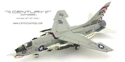 センチュリーウィングス 1/72 F8E クルーセイダー VF-211 「チェックメイツ」 NP101 (601628) 完成品 B002624D2Q