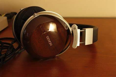 (Denon AH-D7000 Ultra Reference Over-Ear Headphones (Black))