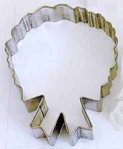 RM Christmas Wreath w/ Bow Cookie Cutter for for Holiday Baking / Party Favors / Scrapbooking Stencil