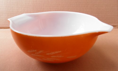 Vintage Pyrex 443 Harvest Wheat Cinderella Mixing Bowl - 2.5 Liters - 8 3/4 inches in diameter x 3 3/4 inches ()