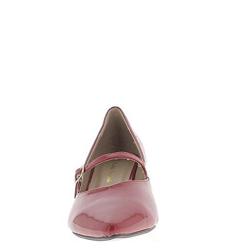 Zapatos gran tamaño rojo acentuado en el tacón de 4 cm y delgada novia