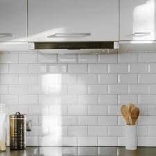 Johnson Tiles Bevel Brick Gloss Tile Length 200 Mm Width 100 Mm Thickness 7 50 Mm Material Ceramic Finish Gloss Color White Pack Of 50 Amazon Co Uk Kitchen Home