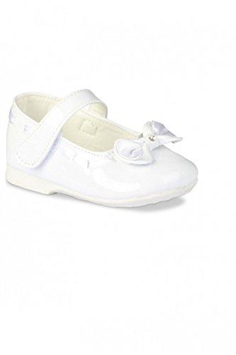 zapato de bebé de la cinta del lazo blanco o marfil marfil