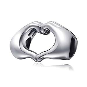 5c760e85c7ae Abalorio de amor en tu mano