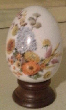 Avon Porcelain Egg - Avon Porcelain Egg Collection Autumns Color