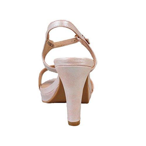 Sandalia de tacón. Detalle tira en la pala. Cierre con hebilla en pulsera en el tobillo. Altura de la suela 10.0 cm. Nude